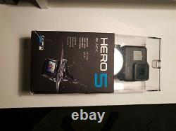 Go Pro Hero 5 Black Edition With battery Charger Hub 3 Batterys Remote