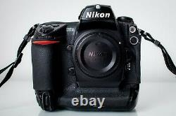 Nikon D2X Professional Digital DSLR Camera body with charger and 2 batteries