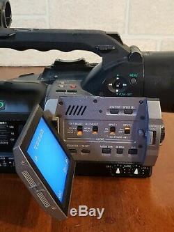 Panasonic AG-DVX100A Pro Grade Camcorder 24P 3-CCD Leica Lens Charger Batteries