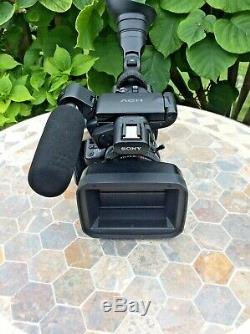 Sony HVR27E Video Camera Carl Zeiss Vario Sonnar T 1.6/4.4-52.8 Battery Charger