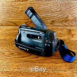 Sony Handycam Video 8 CCD-TR505E Colour View Finder 2 Batteries Charger Case