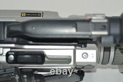 Sony Handycom DCR-VX2000 DIGITAL VIDEO CAMERA RECORDER withBattery charger #100151