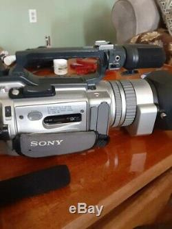 Sony Video Recorder VX2000 charger 2 batteries century wide lens needs cleaning